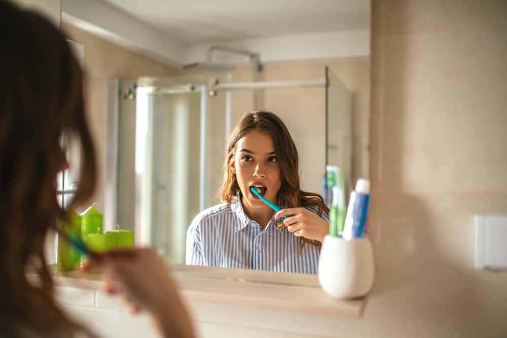 brushing teeth to prevent periodontal disease